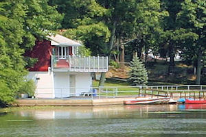 AccrossLakeToBoathouse